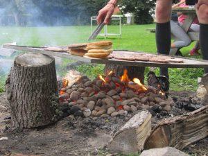 Grillen und Lagerfeuer